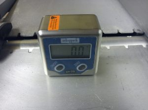 Goniometer on infeed table with 0.0 degree reading
