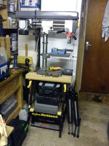 Bench radial drill on folding workbench